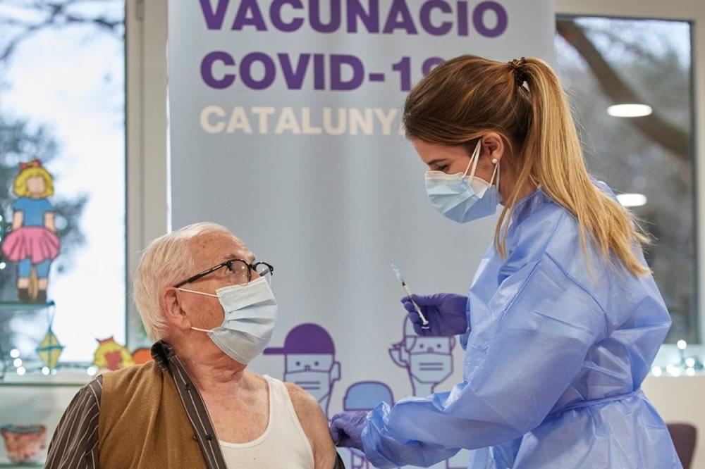 La Spagna registrerà le persone che rifiutano il vaccino