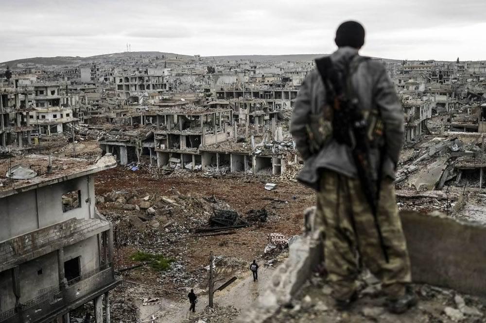 """Siria: la """"repubblica delle code"""" dopo 10 anni di guerra"""