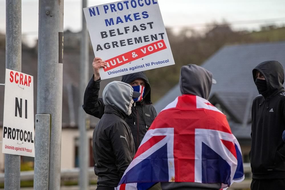 Come la Brexit ha acceso la miccia in Irlanda del Nord